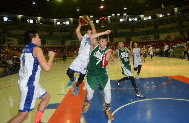 Out of the way. The Sacred Heart School-Ateneo de Cebu Magis Eagles (in white) held off the University of the Visayas to nab their third straight win in Cesafi. (Sun.Star Foto/Allan Defensor)