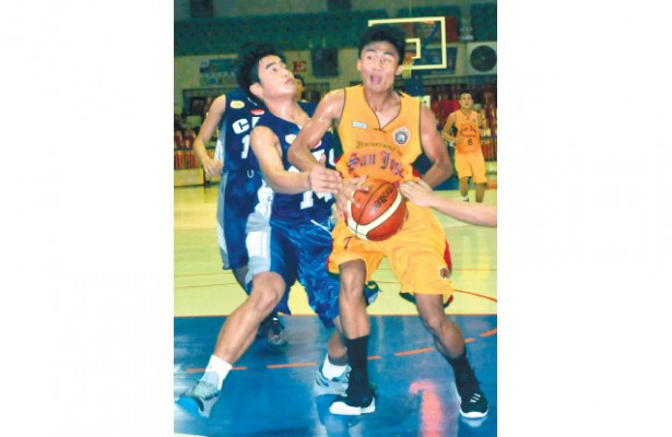 Keeping USJ-R alive. USJ-R's John Kirk Gonzaga slipped into the hero's shoes when he powered the Baby Jaguars over the CEC Dragon for their third win in five games in the Cesafi high school basketball caging. (Sun.Star Foto/Arni Aclao)