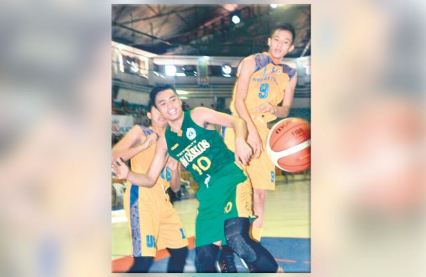 Dropped. The University of San Carlos is the second-ranked player going into the semifinals of the Cesafi high school caging but they were beaten in their first semis match by UC. (Sun.Star File/Arni Aclao)