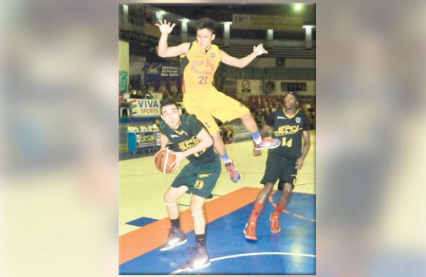 Leader. Juan Miguel Gastador leaps in USJR's game with the USC Warriors. Gastador led the Jaguars' victory against the Panthers. (Sun.Star File Foto)