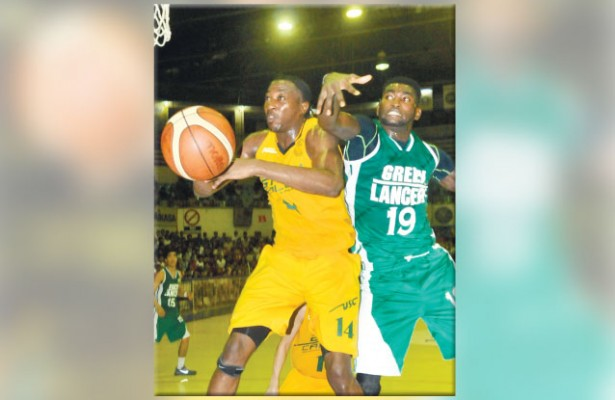 Clash. UV's Steve Cedrick Akomo (right) will have to come up with better numbers against Shooster Olago (left) and the USC Warriors. (Sun.Star Foto/Arni Aclao)