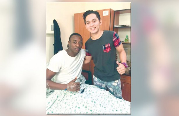 All's well that end's well. UV guard Jun Manzo (right) patches things up with Cesafi finals MVP Shooster Olago before the USC import was discharged from the hospital. The move was facilitated by USC team physician Rhoel Dejano. (Contributed Foto/Rhoel Dejano)